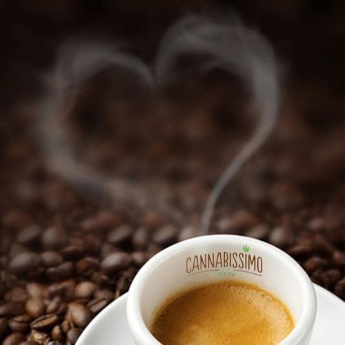 Vers kopje koffie met hennepzaad aroma