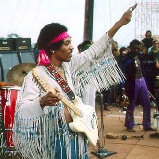 Jimi Hendrix tijdens zijn optreden op Woodstock